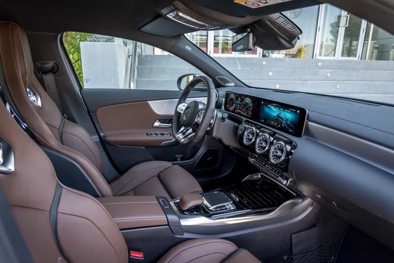 Mercedes AMG A 45 S 2019, foto asientos delanteros