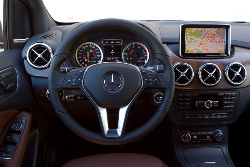Mercedes Benz Clase B, salpicadero y zona central