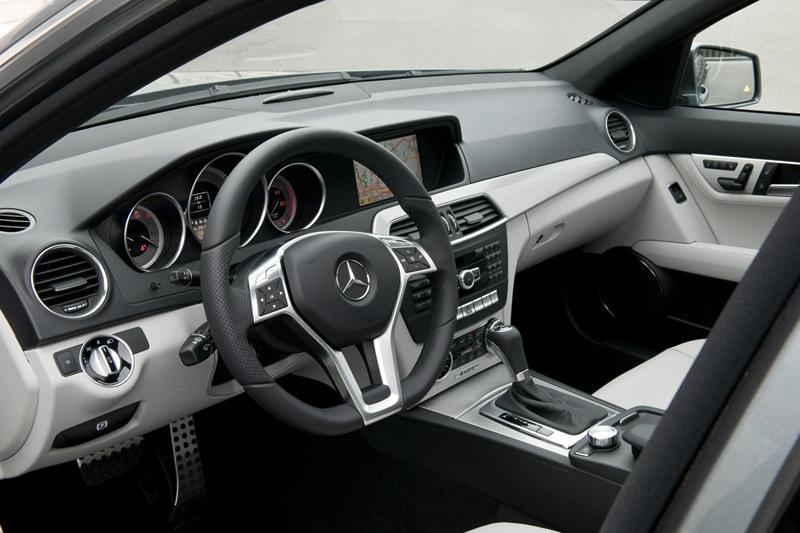 Foto Interiores Mercedes C Class Sedan 2011