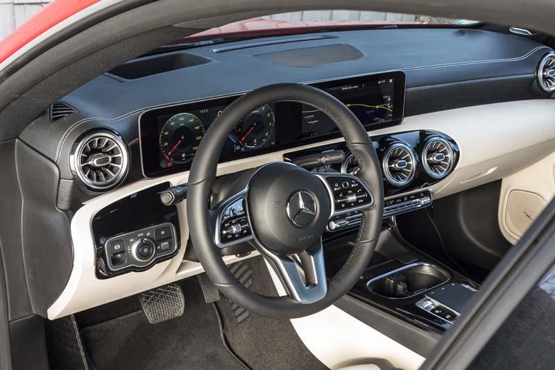 Mercedes CLA Coupé 2019, foto salpicadero
