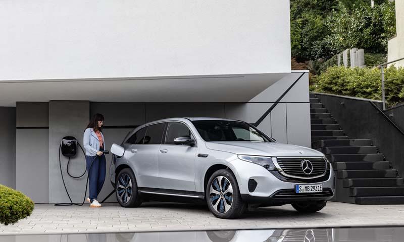 Mercedes-Benz EQC 400 4Matic, foto carga eléctrica