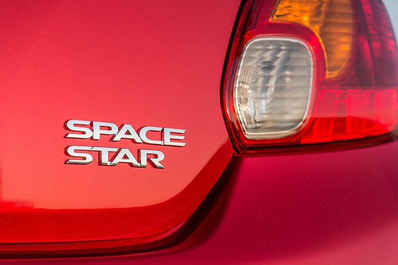 Foto Detalles Mitsubishi Space Star Dos Volumenes 2014