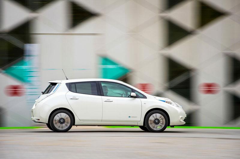 Foto Exteriores Nissan Leaf 30 Kwh Dos Volumenes 2016