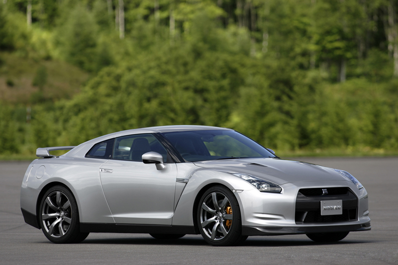 Foto Lateral Nissan Gt R Cupe 2009