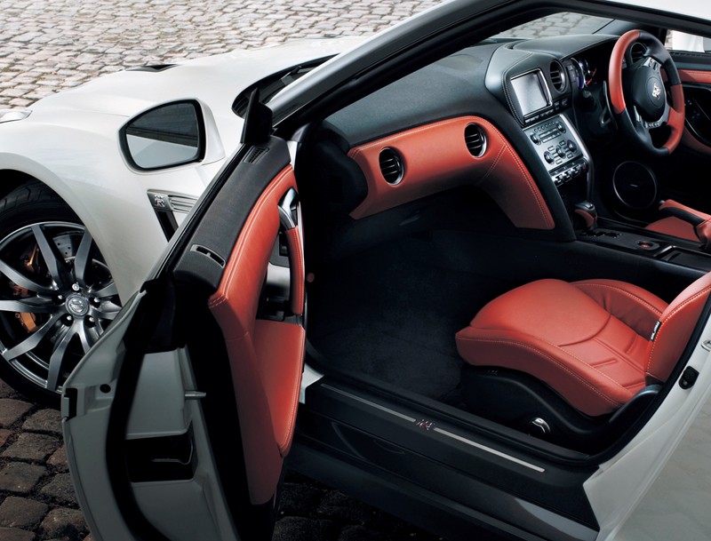 Foto Interiores Nissan Gt R Cupe 2012