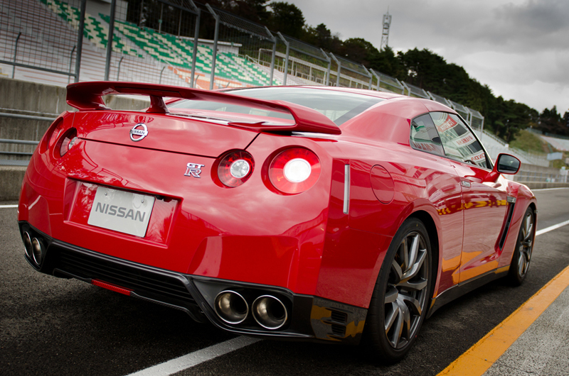 Foto Trasera Nissan Gt R Cupe 2012