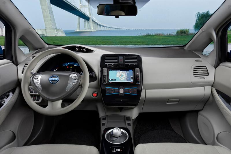 Foto Salpicadero Nissan Leaf Dos Volumenes 2010