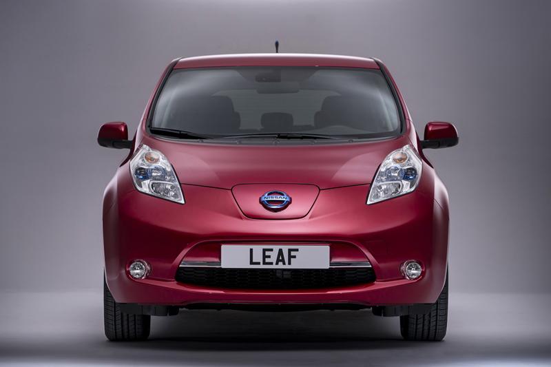 Foto Delantera Nissan Leaf Dos Volumenes 2013