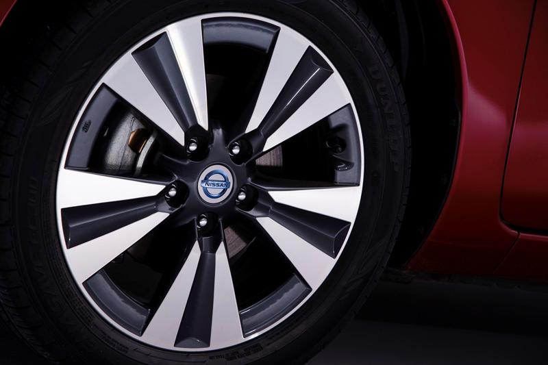 Foto Detalles Nissan Leaf Dos Volumenes 2013