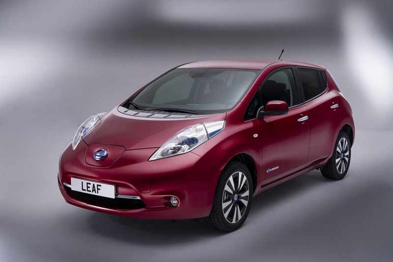 Foto Perfil Nissan Leaf Dos Volumenes 2013