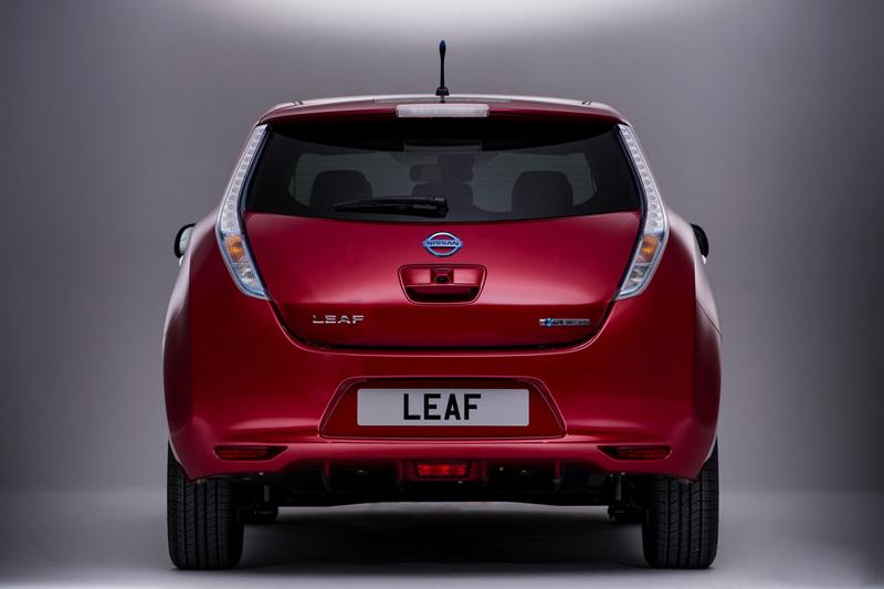 Foto Trasera Nissan Leaf Dos Volumenes 2013