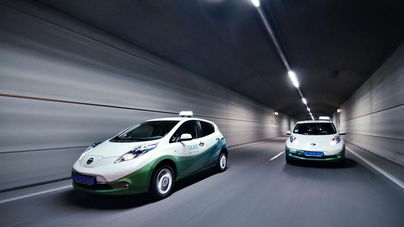 Foto Exteriores Nissan Leaf Taxi Dos Volumenes 2013