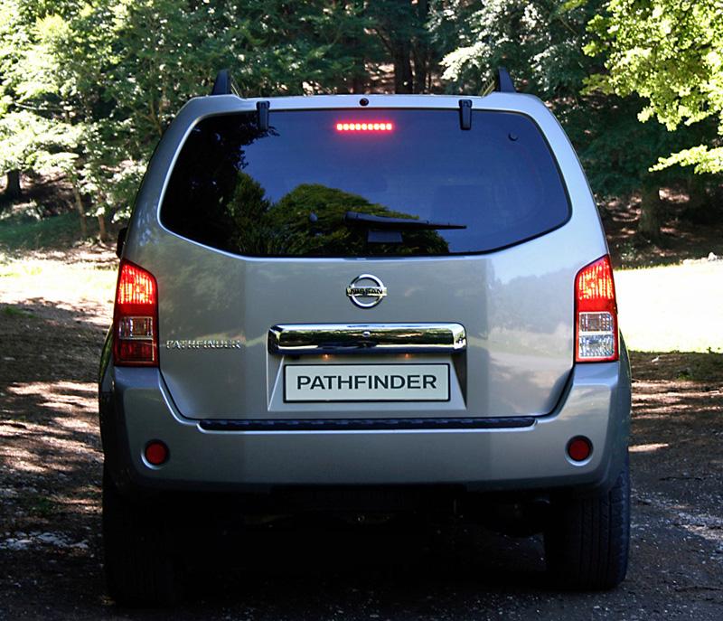 Foto Trasero Nissan Pathfinder Suv Todocamino 2008