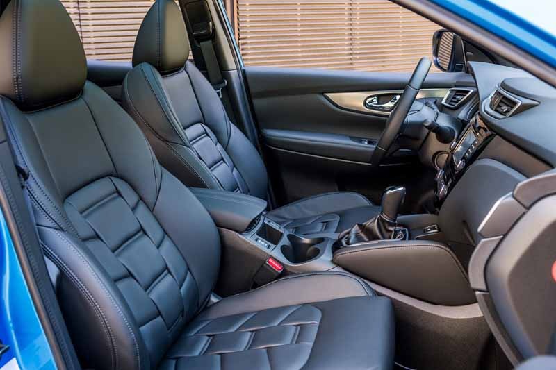 Nissan Qashqai 2017, foto asientos delanteros