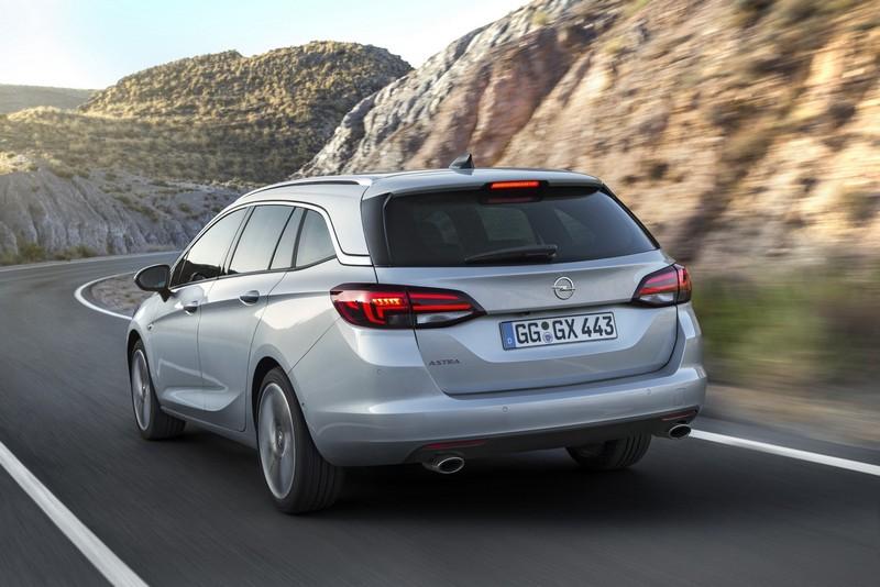 Foto Trasera Opel Astra Sports Tourer Familiar 2016