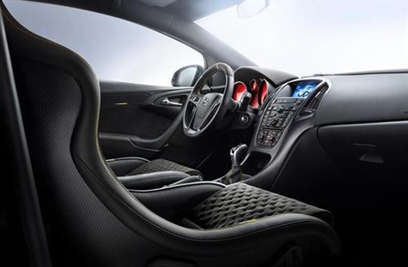 Foto Interior Opel Astra Opc Xtreme Dos Volumenes 2014