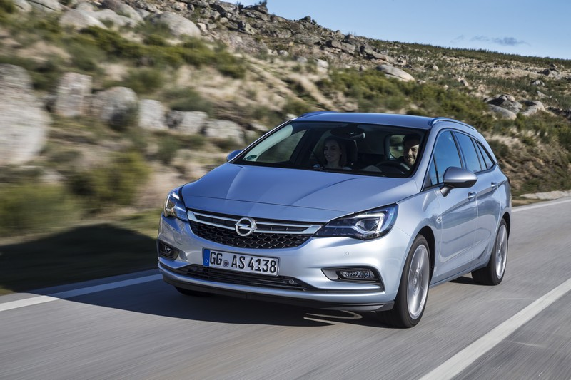 Foto Delantera Opel Astra Sports Tourer Presentacion Familiar 2016