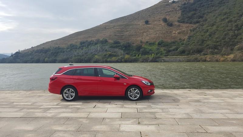 Foto Exteriores Opel Astra Sports Tourer Presentacion Familiar 2016