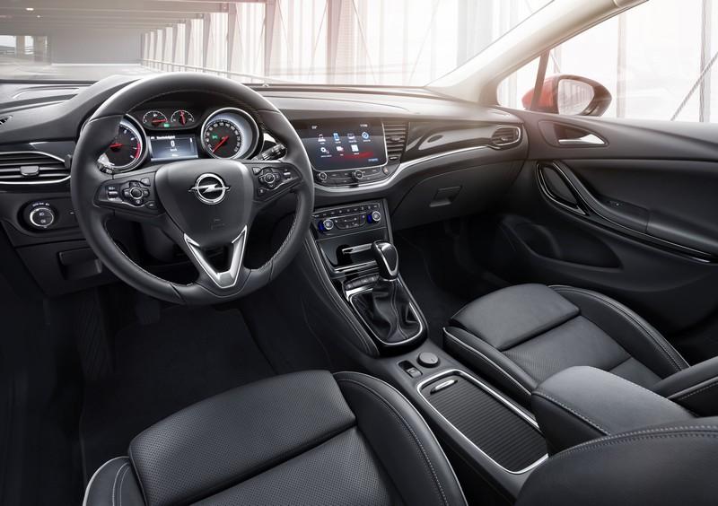 Foto Salpicadero Opel Astra Sports Tourer Presentacion Familiar 2016
