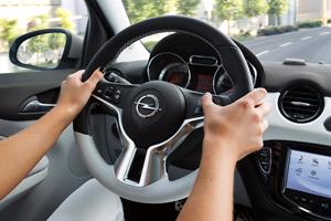 Foto Interiores Opel Adam-black-white-link Dos Volumenes 2013