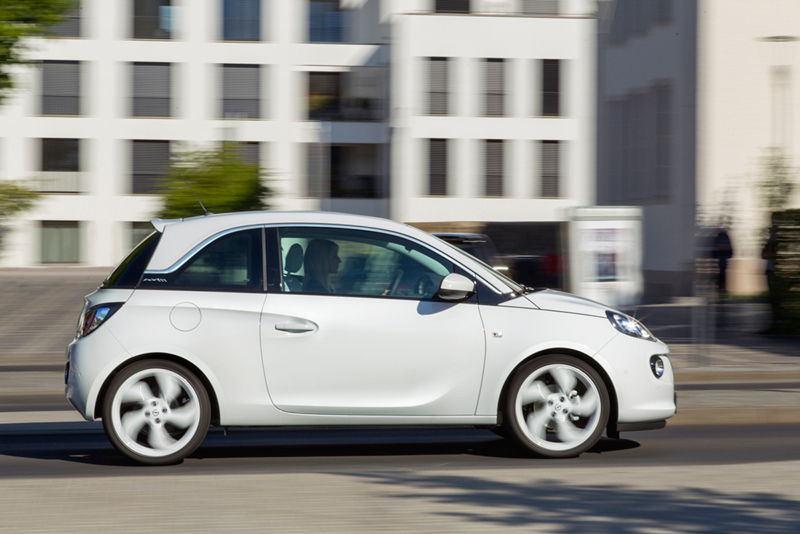 Foto Lateral Opel Adam Black White Link Dos Volumenes 2013