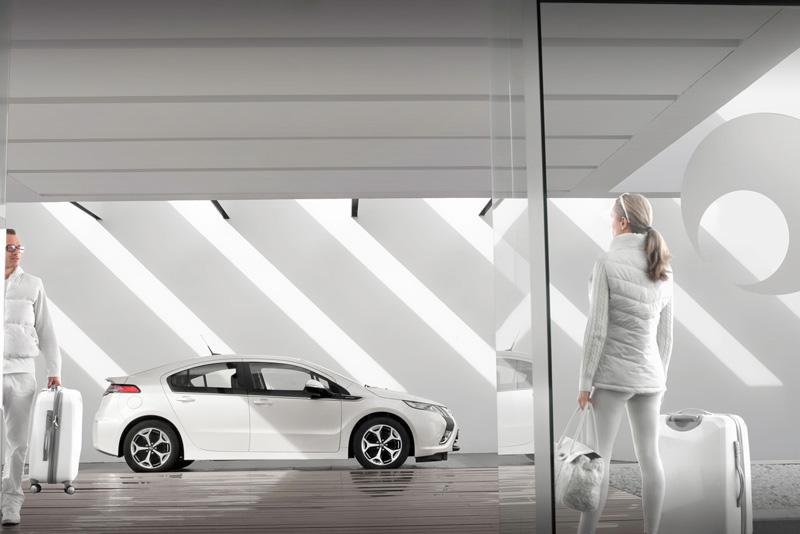 Foto Exteriores28 Opel Ampera Sedan 2010