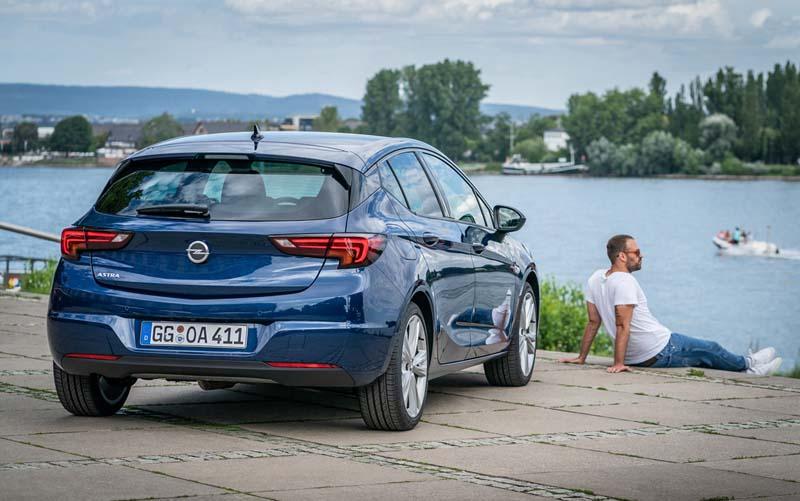 Foto Trasera Opel Astra Dos Volumenes 2020