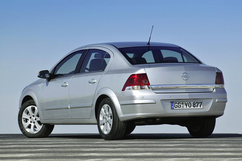 Foto Trasero Opel Astra Sedan 2009