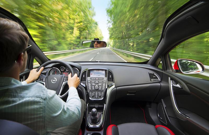 Foto Interiores Opel Astra Gtc Cupe 2012