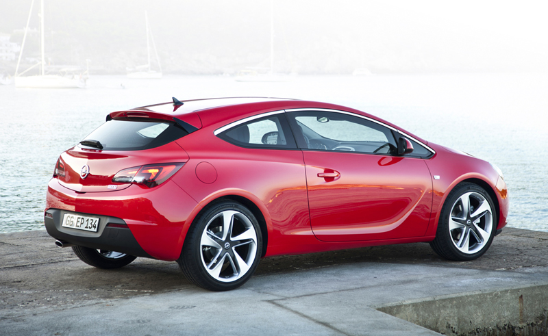 Foto Lateral Opel Astra Gtc Cupe 2012