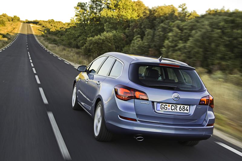 Foto Trasera Opel Astra St Familiar 2010