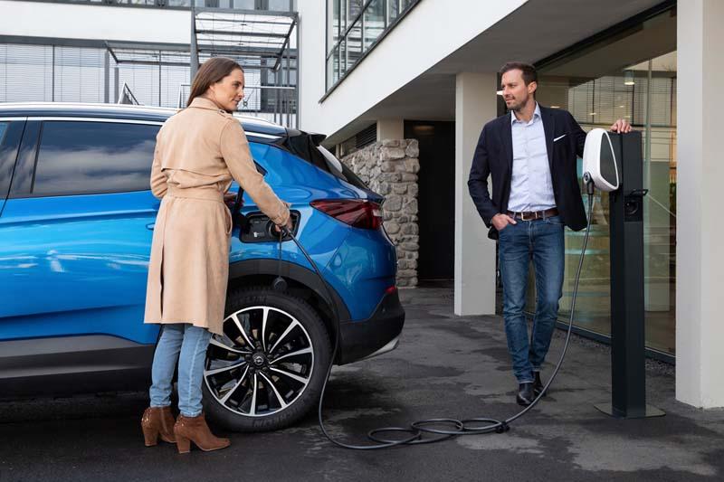 Opel Grandland X Hybrid4, foto carga de la batería