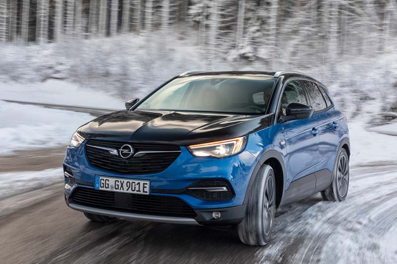 Opel Grandland X Hybrid4, foto delantera