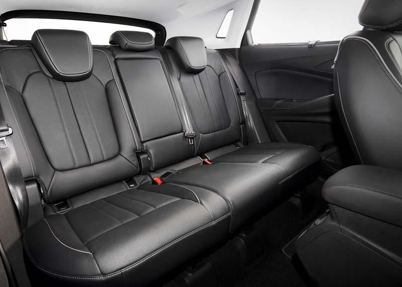 Opel Grandland X Hybrid4, foto asientos traseros