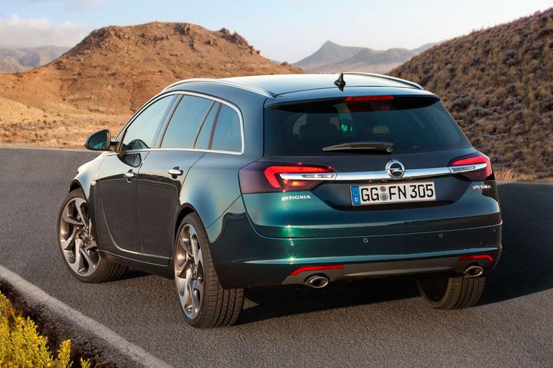 Foto Trasera Opel Insignia Familiar 2013