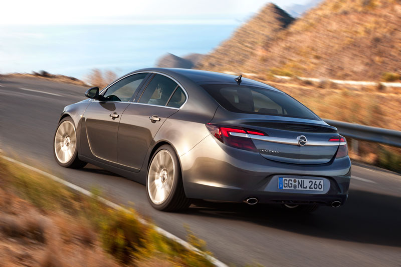 Foto Trasera Opel Insignia Sedan 2013