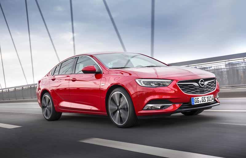 Opel Insignia Grand Sport 2017, foto delantera