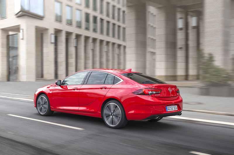 Opel Insignia Grand Sport 2017, foto trasera