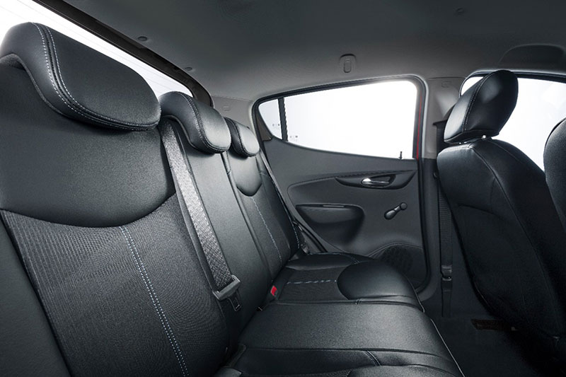 Foto Interiores Opel Karl Dos Volumenes 2014
