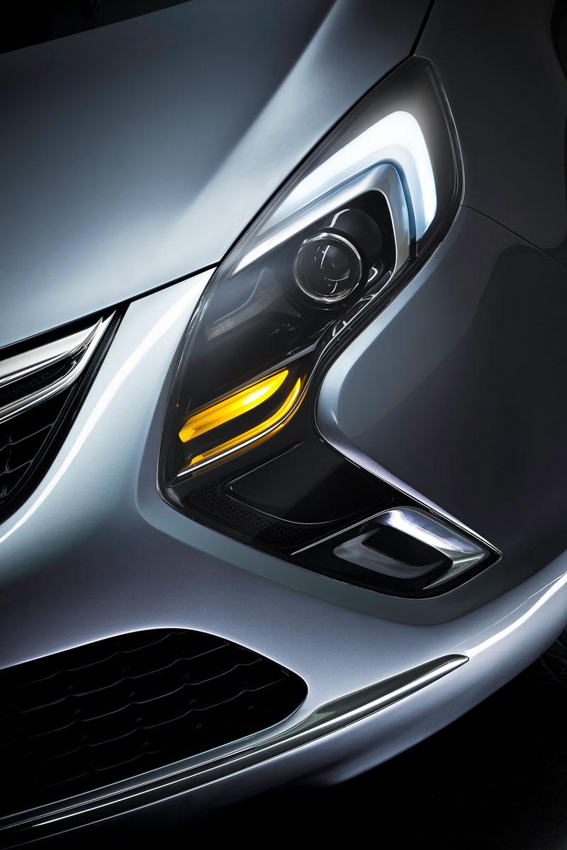 Foto Detalles Opel Zafira Tourer Monovolumen 2011