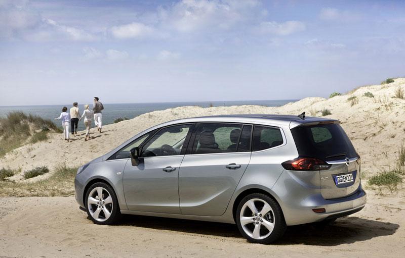Foto Exteriores (9) Opel Zafira-tourer Monovolumen 2011