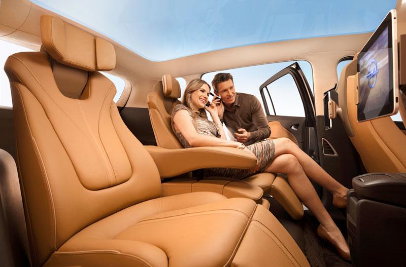 Foto Interiores Opel Zafira Tourer Monovolumen 2011