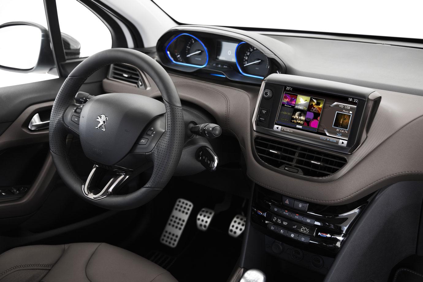 Salpicadero y plazas delanteras del Peugeot 2008