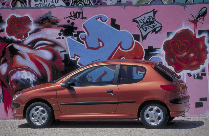 Foto Perfil Peugeot 206 Dos Volumenes 2006
