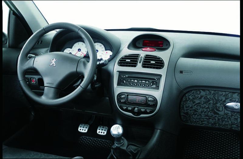 Foto Salpicadero Peugeot 206 Dos Volumenes 2006
