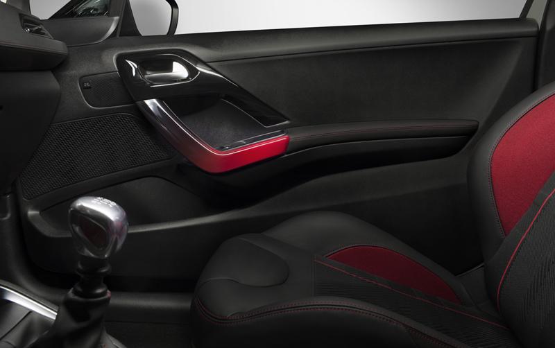 Foto Interiores Peugeot 208 Gti Dos Volumenes 2013