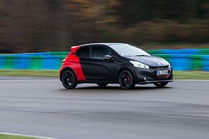 Foto Exteriores (11) Peugeot 208-gti-30th Dos Volumenes 2014