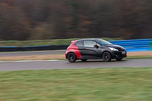 Foto Exteriores (13) Peugeot 208-gti-30th Dos Volumenes 2014
