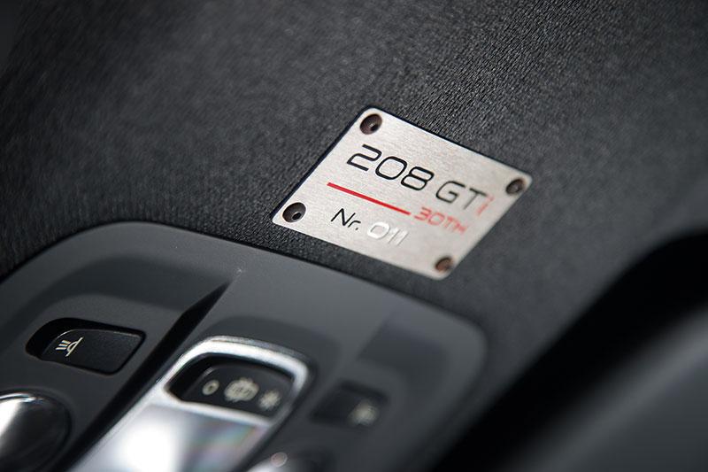 Foto Detalles Peugeot 208 Gti 30th Dos Volumenes 2014