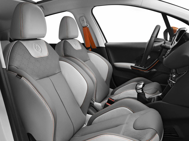 Foto Interiores Peugeot 208 Roland Garros Dos Volumenes 2014